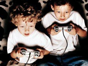 ninos-jugando-videojuegos